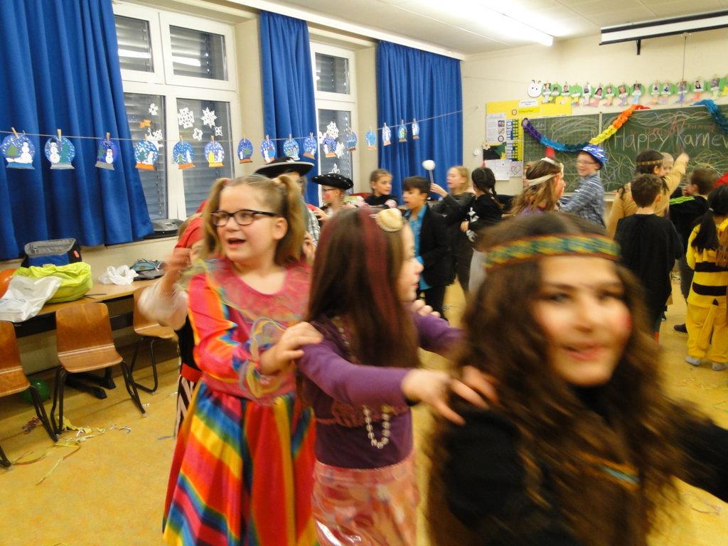 Schulkarneval Eichendorff 2018 (16)