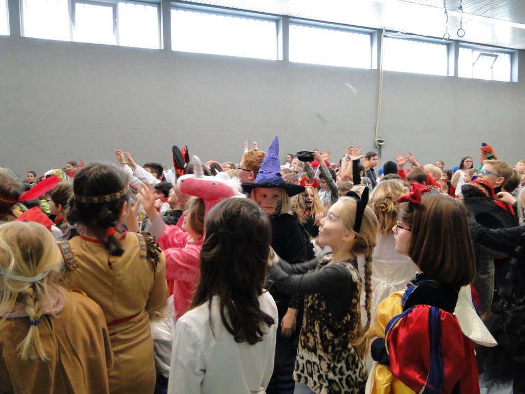 Schulkarneval Eichendorff 2018 (27)